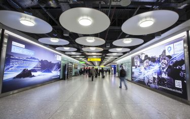 """Beispiel für eine B2B Airportkampagne – """"Invest in Bavaria"""" warb so in Heathrow (Foto: JCDecaux)"""