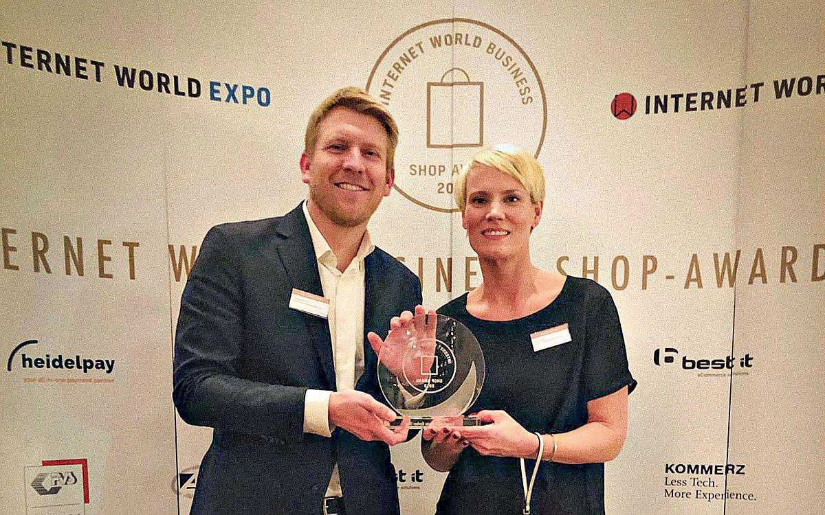 Das Team von bonprix freut sich über den Branchenpreis (Foto: bonprix)