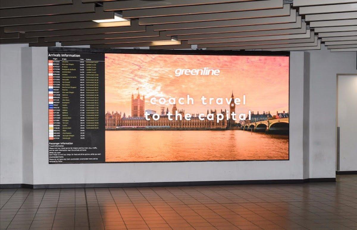 Dieser zweigeteilte Screen ist für Werbung sowie Fluginformationen gedacht (Foto: SPC Group)