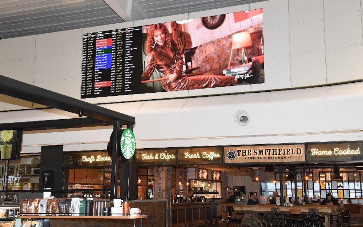 Eine der beiden neu installierten LED-Lösungen am Airport Luton (Foto: SPC Group)