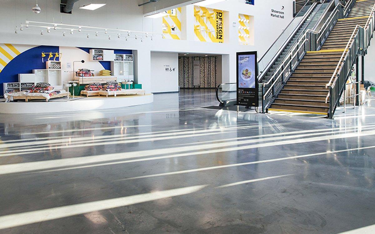 Hier könnte die Gesichtserkennungslösung ebenso zum Einsatz kommen wie in anderen Ländern: Digital Signage im Ikea Greenwich (Foto: The Beaver Group)