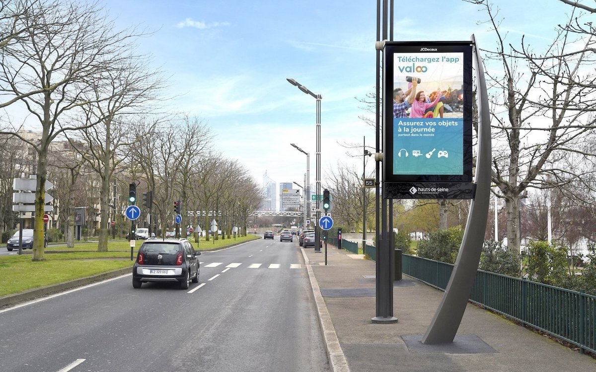 Im Speckgürtel rund um Paris werden diese neuen 86-Zöller installiert (Foto: JCDecaux)