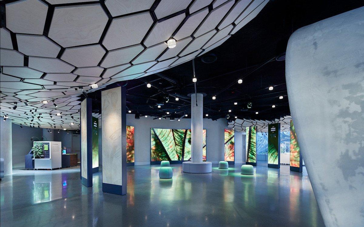 LED-Wände und LED-Säulen und weitere Medien werden als Hardware eingesetzt (Foto: Belle & Wissell)