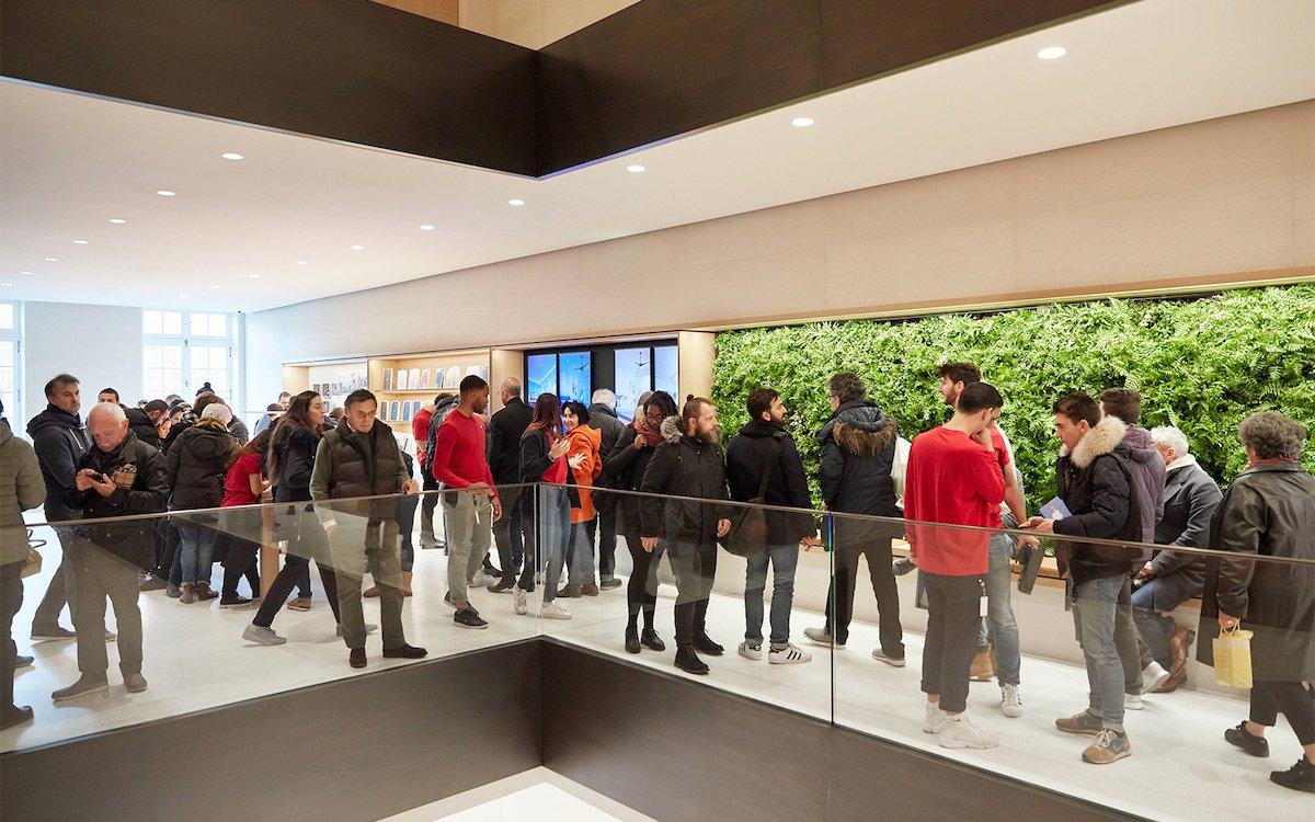 Menschenandrang im neuen Apple Store an den Champs Élysées (Foto: Apple)