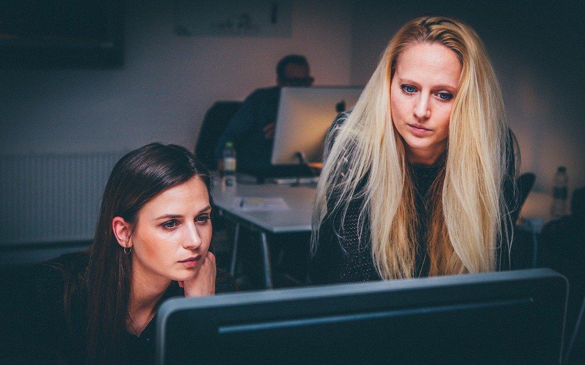 Team bei der Arbeit, Symbolbild (Foto: Pixabay / Free-Photos)