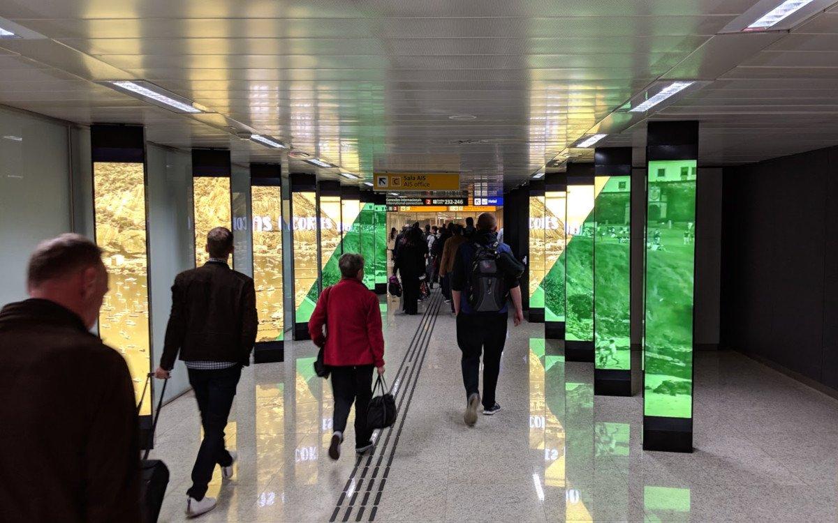 JCDecaux Digitalstelen am Flughafen Sao Paulo GRU Terminal 3 (Foto: invidis)