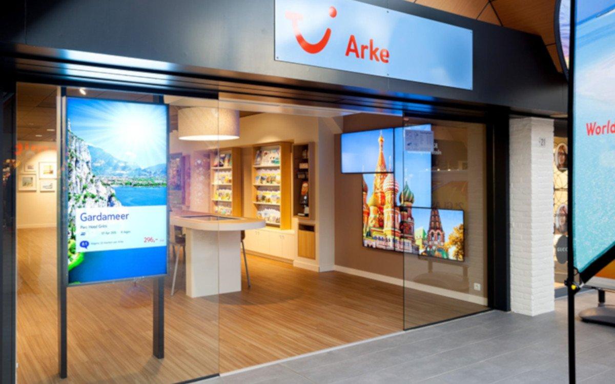 TUI Arke Reisebüro mit neuem Digital Signage Konzept (Foto: TUI)