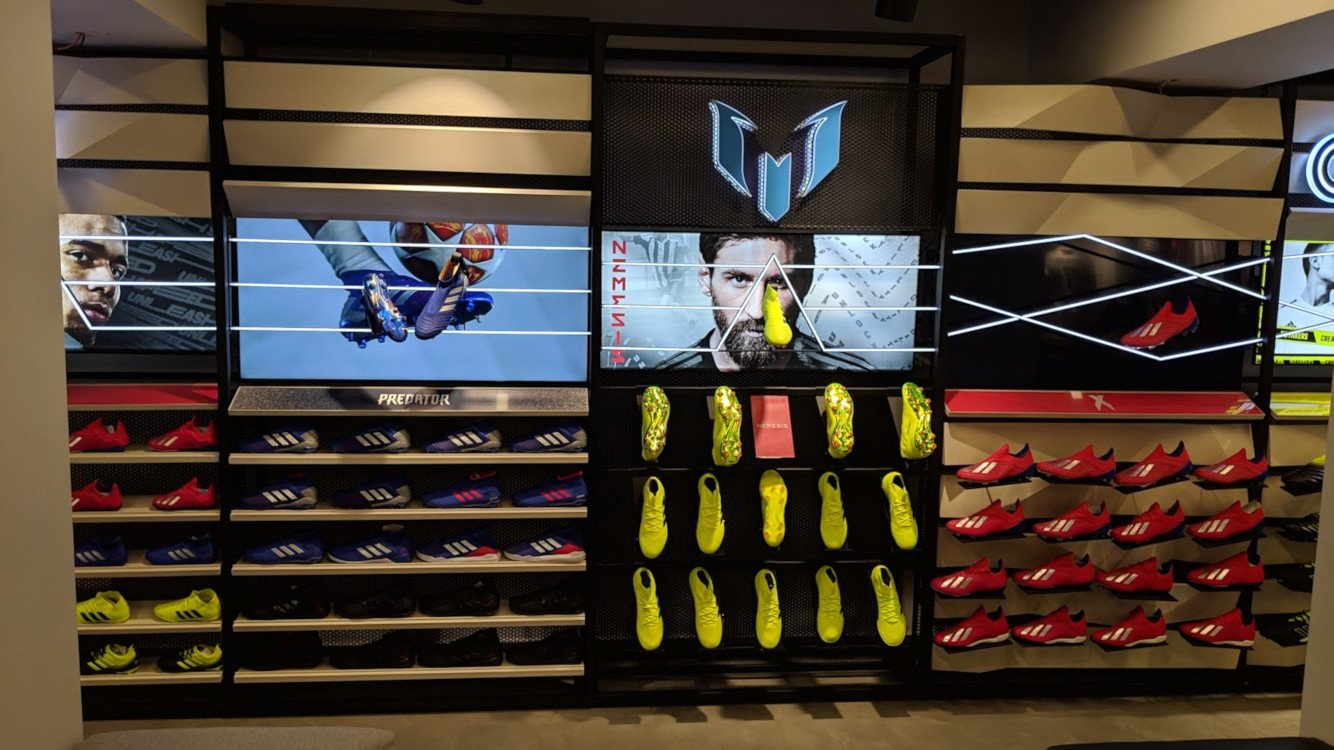 Display meets Shoe - Adidas Flagship Store in Istanbul (Foto: invidis)