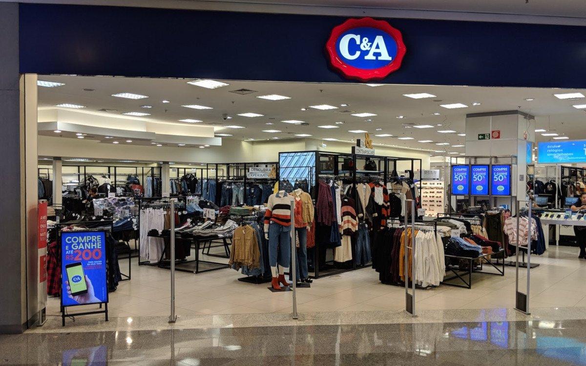 Digitale Kundenstopper bei C&A (Foto: invidis)