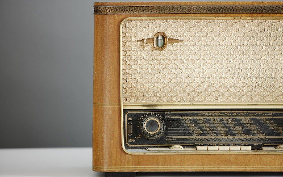 Kein Smart Speaker ,aber hier war Werbung noch auf Anhieb als solche zu erkennen (Foto: Pixabay / AlexLoban)