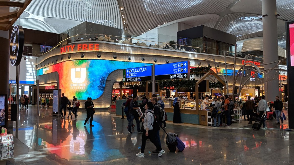 Istanbul Duty Free - LED in Bestform (Foto: invidis)