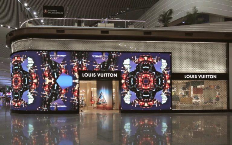 Louis Vuitton Fassade am Flughafen Istanbul (Foto: Screenshot LV)