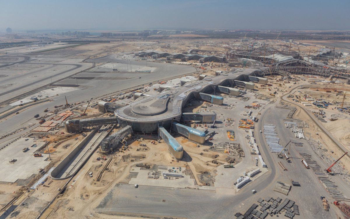 Das Midfield Terminal während der Bauphase (Foto: Abu Dhabi International Airport)