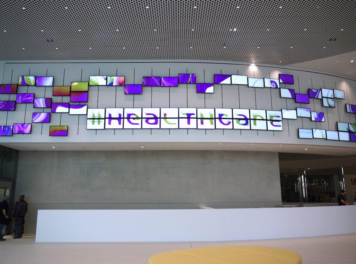 In den Screens wird Technologie von Merck genutzt (Foto: eyevis)