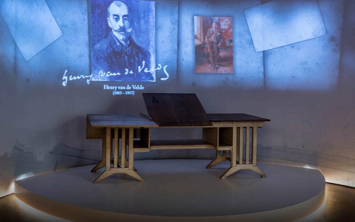 Mit 4 Laserprojektoren arbeitet die aktuelle Ausstellung in Weimar (Foto: LG)