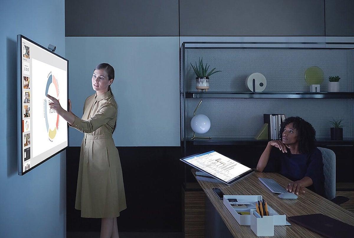 Touch und Eingabestifte erlauben die Interaktion mit dem Surface Hub 2S (Foto: Microsoft)