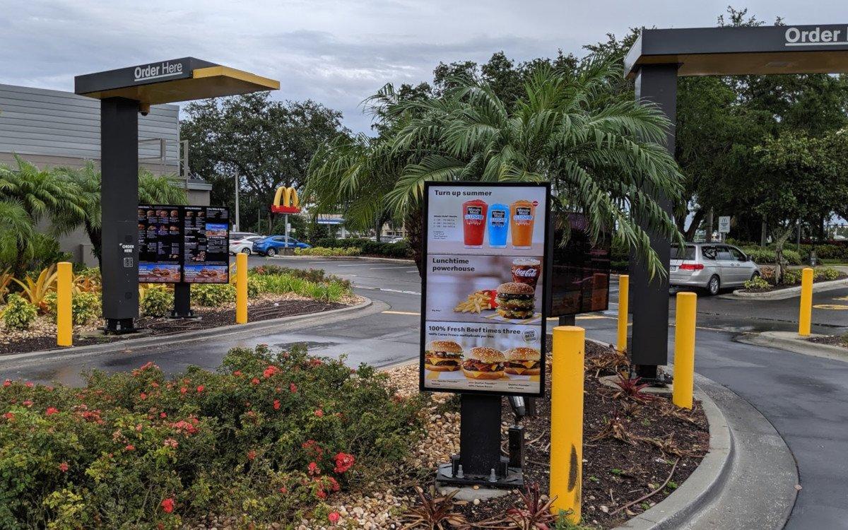 McDonalds Drivethru Digital Signage (Foto: invidis)