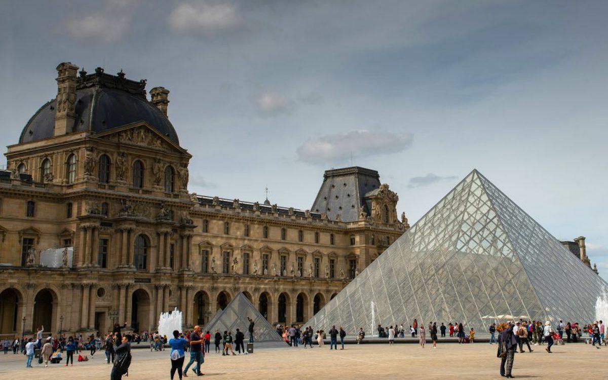 Direkt beim Louvre befindet sich die Luxus Shopping Mall in der nun DooH Screens vermarktet werden (Foto: Clear Channel)