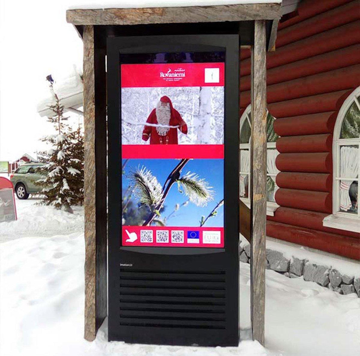 Ein freistehender imotion G 6 Screen informiert nun nahe des Polarkreises (Foto: Infinitus)