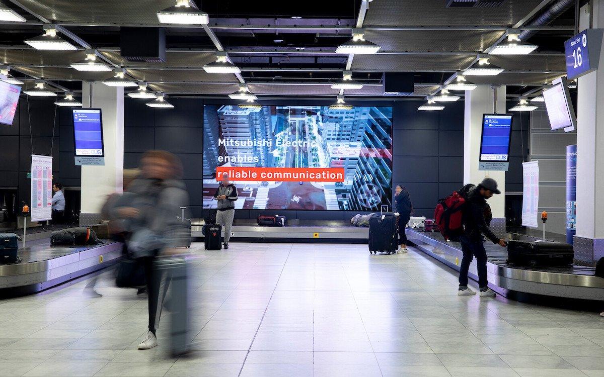 Erstmals setzt der Flughafen LED-Flächen auch im Innenraum ein (Foto: Flughafen Düsseldorf)
