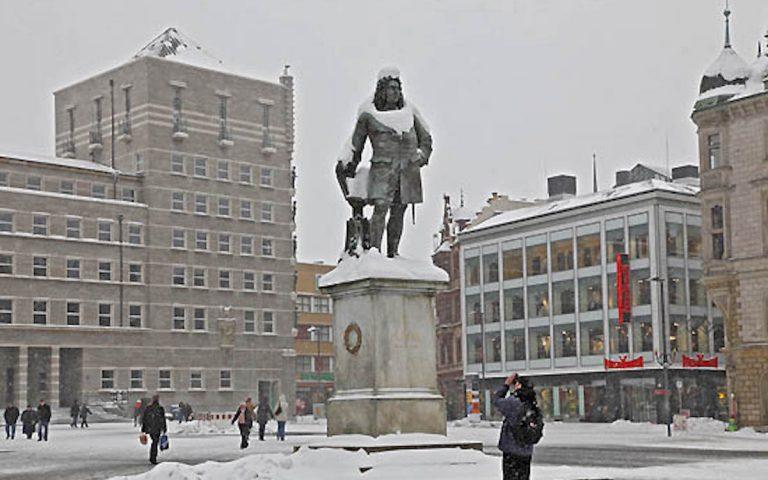 Leicht frostige Stimmung in Halle: Denkmal für Georg Friedrich Händel (Foto: Stadt Halle)