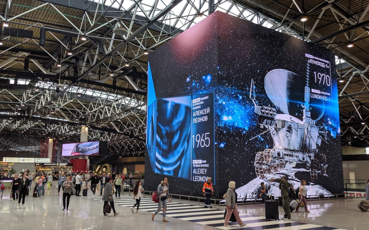 LED-Kubus Im Terminal B Moskau Sheremetyevo (Foto: invidis)