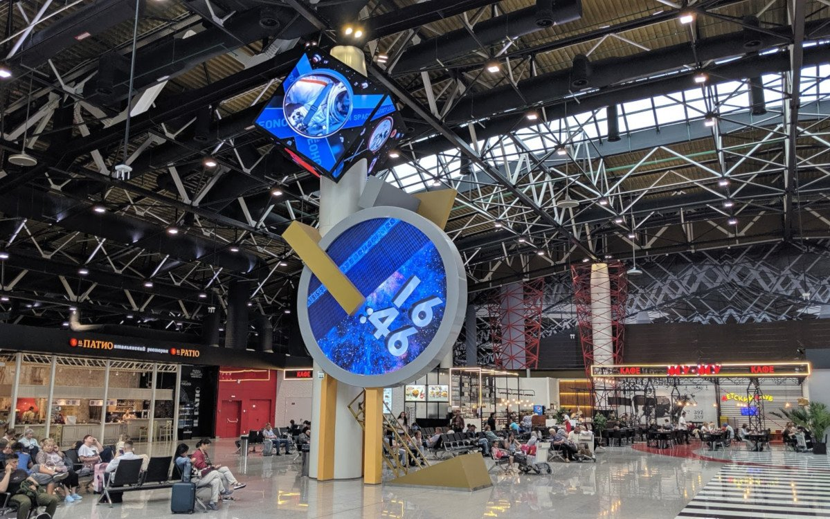 LED-Uhr Im Terminal B Moskau Sheremetyevo (Foto: invidis)