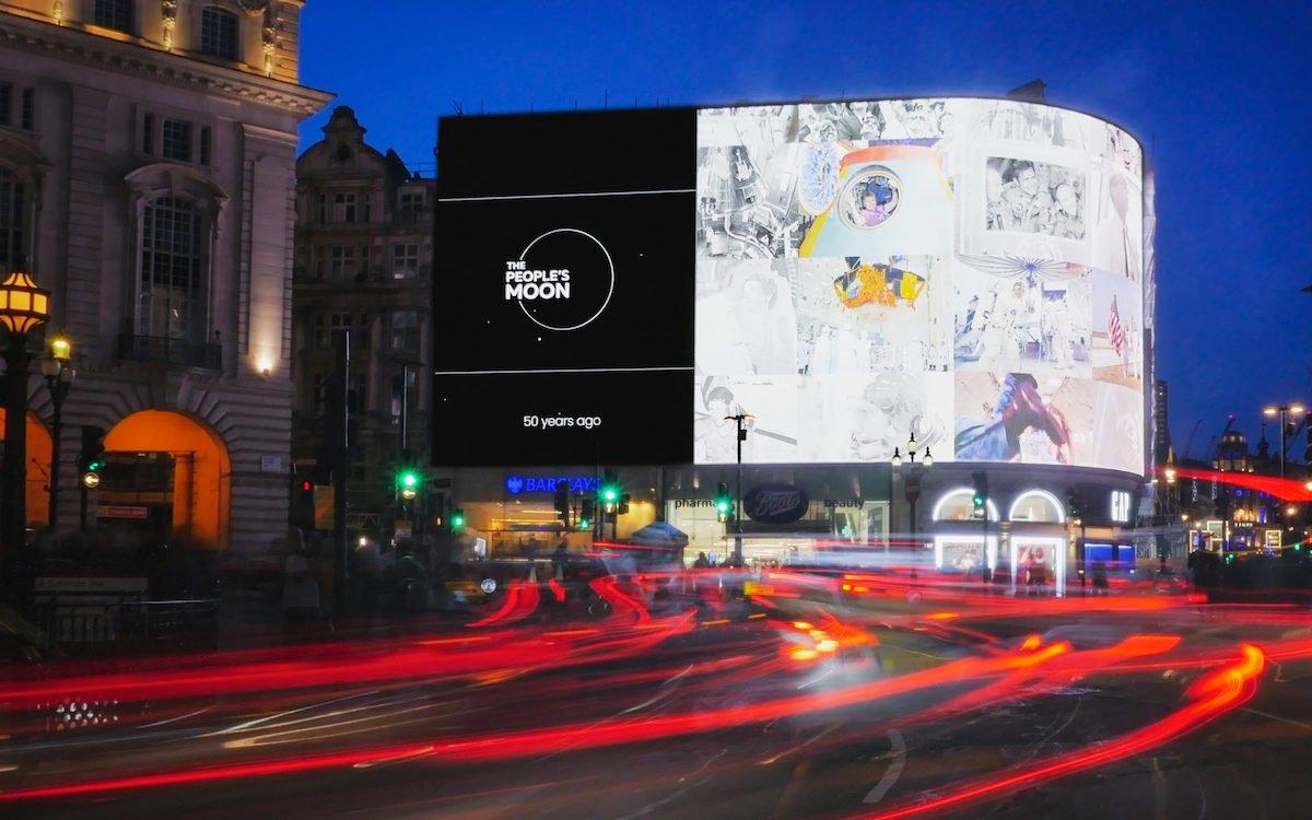 Die Mondlandung auf den Piccadilly Lights im Sommer 2019 (Foto: Ocean Outdoor)
