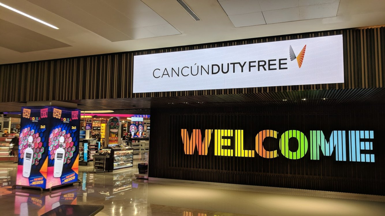 Entrance to Dufry Cancun Duty Free after security control (Photo: invidis)