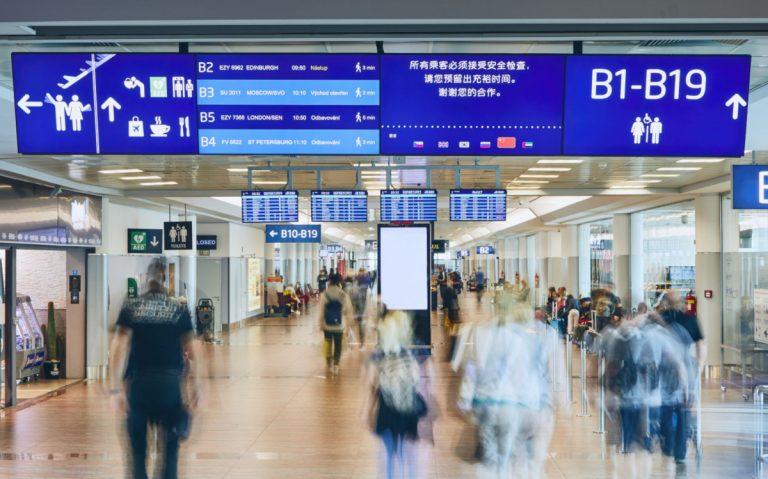 Mehrsprachige FIDS-Displays am Flughafen Prag (Foto: Prag Airport)