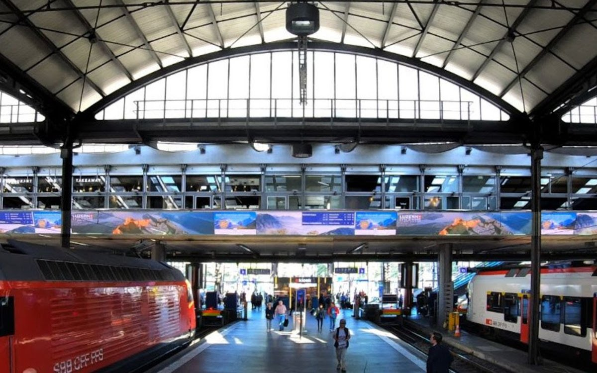 Das neue eBoard im Bahnhof in Luzern (Foto: Auviso)