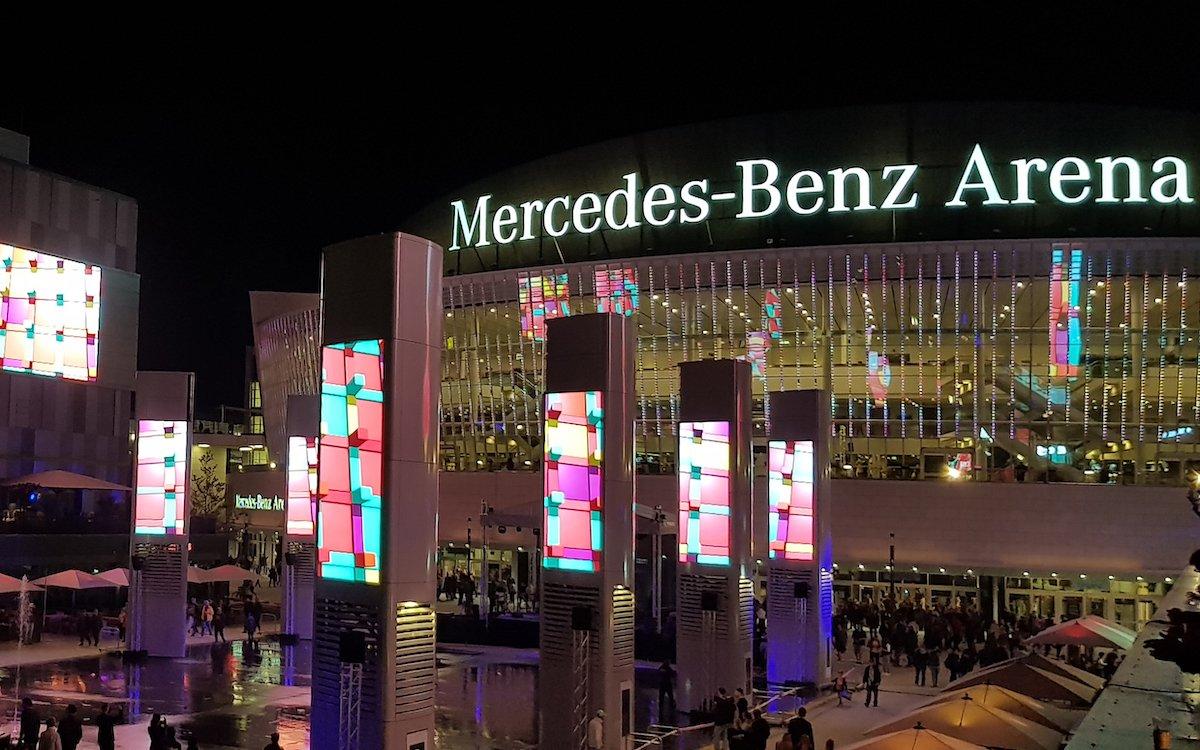Insgesamt 21 LED Screens wurden installiert (Foto: tennagels Medientechnik)