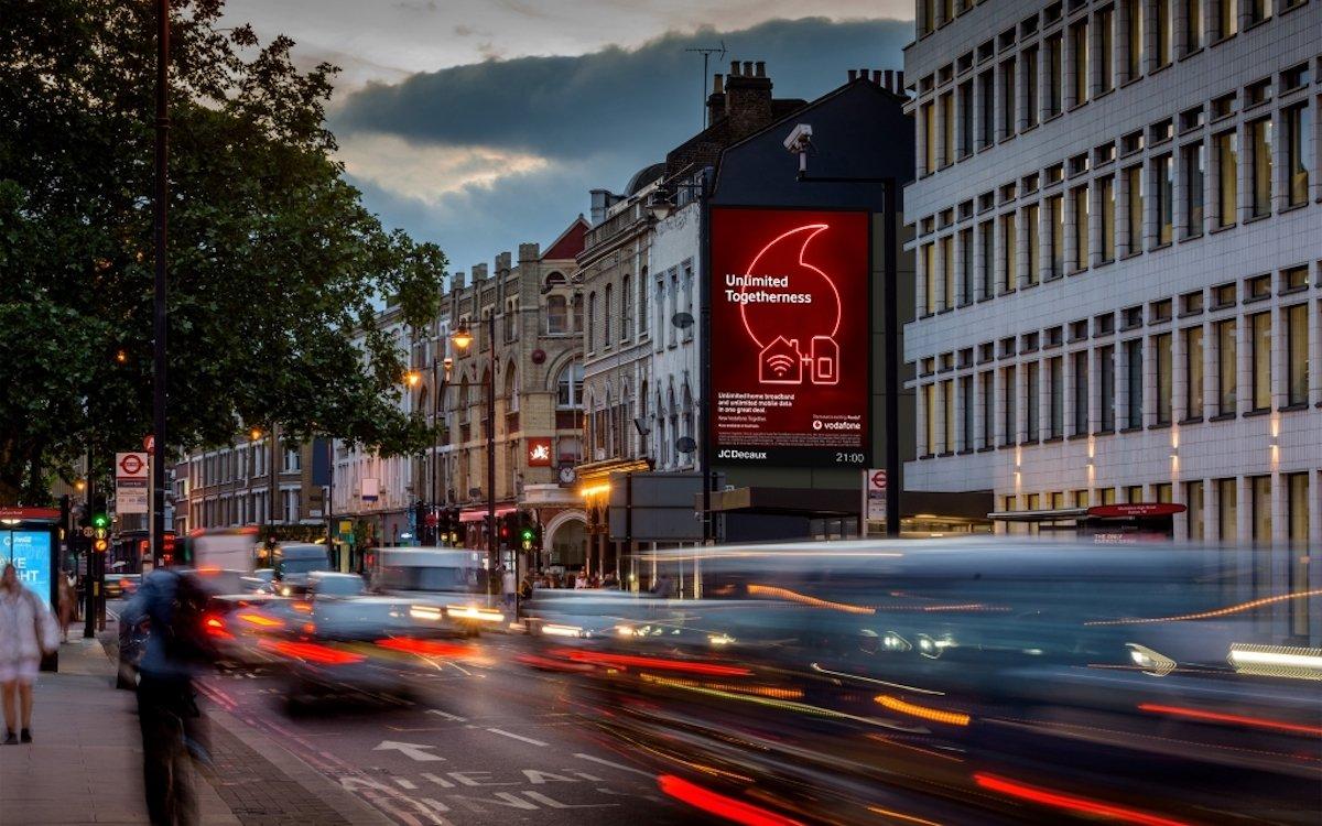 """Kampagne von Vodafone im Netzwerk """"The Towers"""" (Foto: JCDecaux)"""