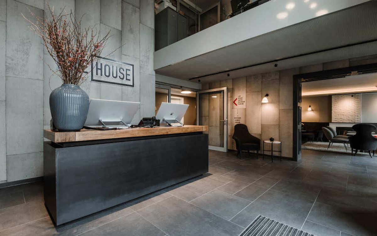 Rezeption im Hotel Timehouse (Foto: a/c/t Beratungs & System GmbH)