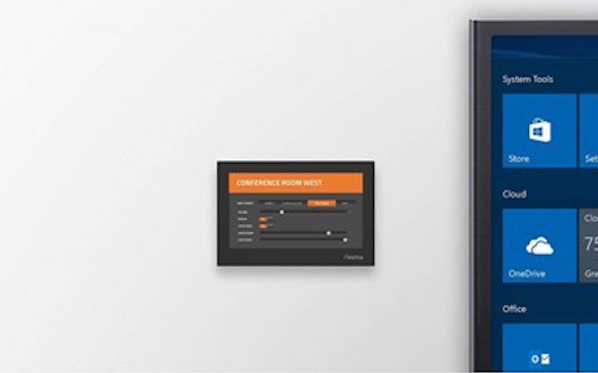 """Von links: 7"""" Touchpanel-Steuerung von Neets und Collaboration Screen (Foto: Neets)"""