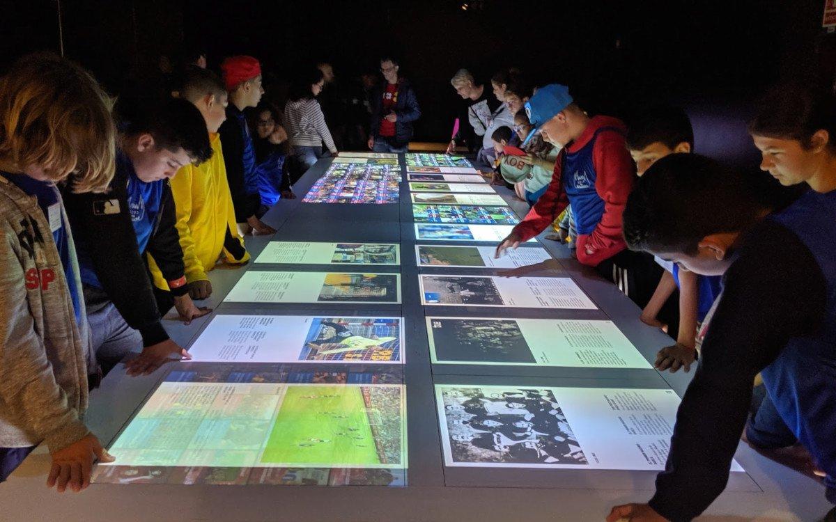 Generation Z ist doopelt so affin für Digital Signage - hier im Musuem des FC Barcelona (Foto: invidis)