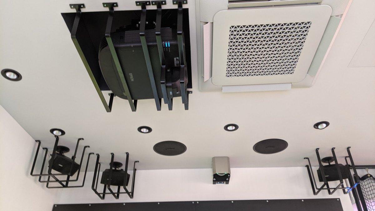 Digital Signage Equipment im Cage braucht Protection (Foto: invidis)