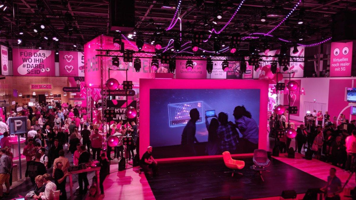 Bei der Telekom dominiert Magenta (Foto: invidis)