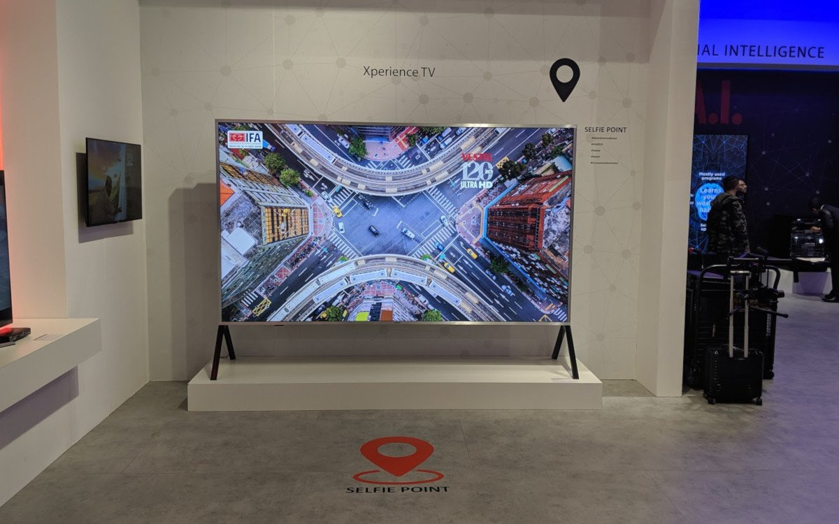 "120"" Display von Vestel (Foto: invidis)"