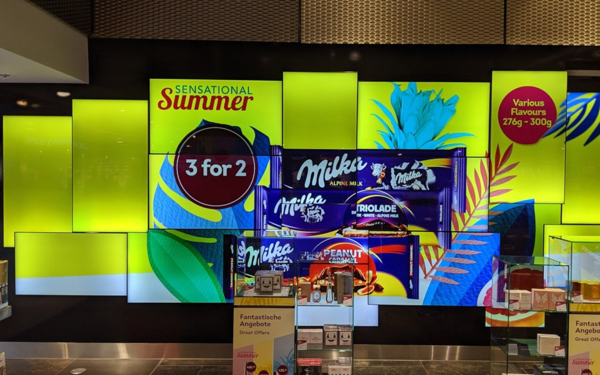 Displays im World Duty Free am Flughafen Düsseldorf (Foto: invidis)