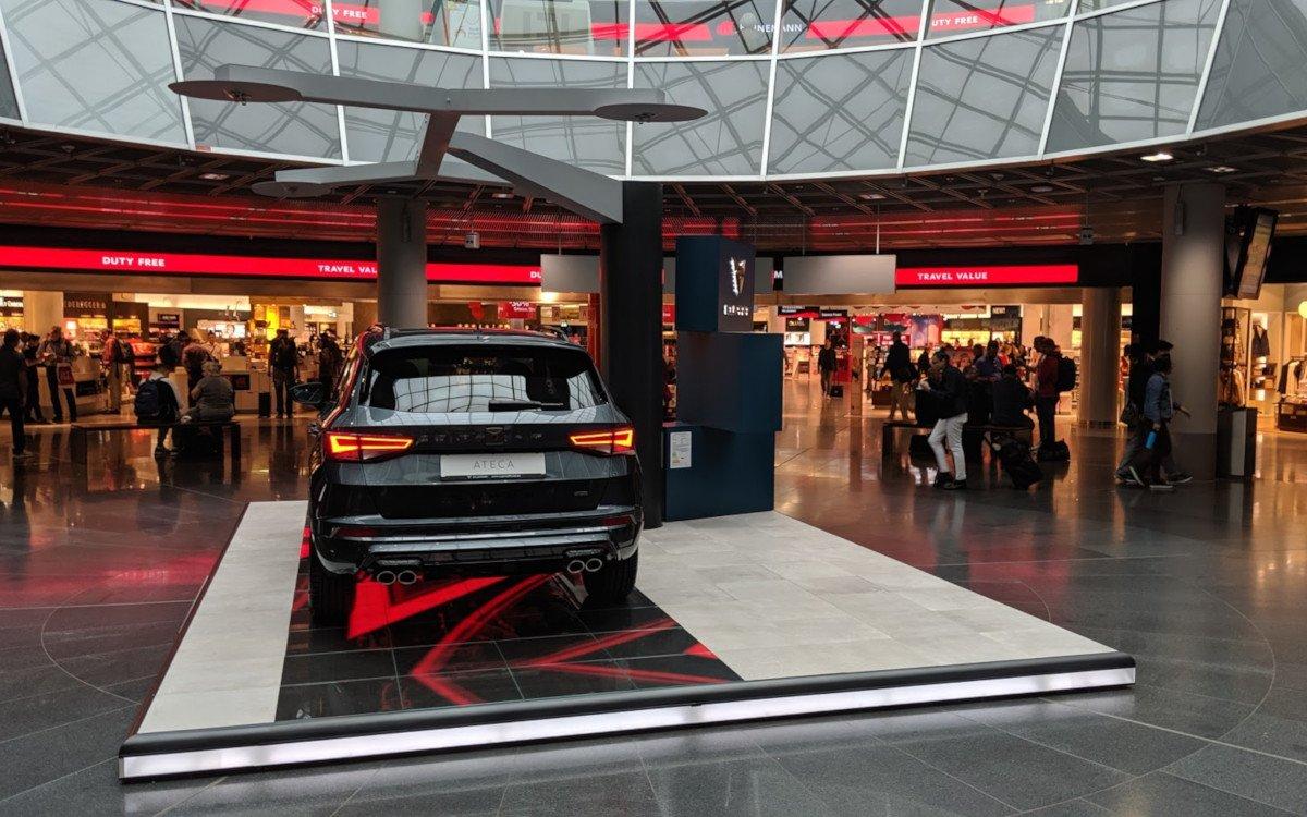 LED Animation des Cupra Showcases am Flughafen Frankfurt (Foto: invidis)
