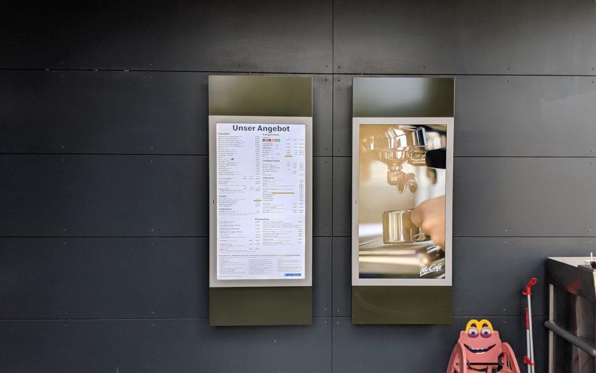 Mc Donalds Schwalbach Outdoor Digital Signage Pilotinstallation (Foto: invidis)