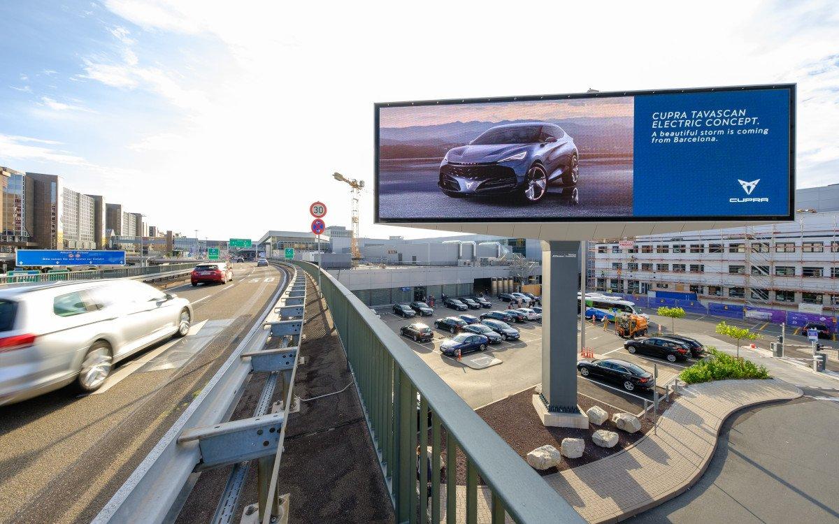 Cupra LED-Kampagne am Flughafen Frankfurt (Foto: Media Frankfurt)