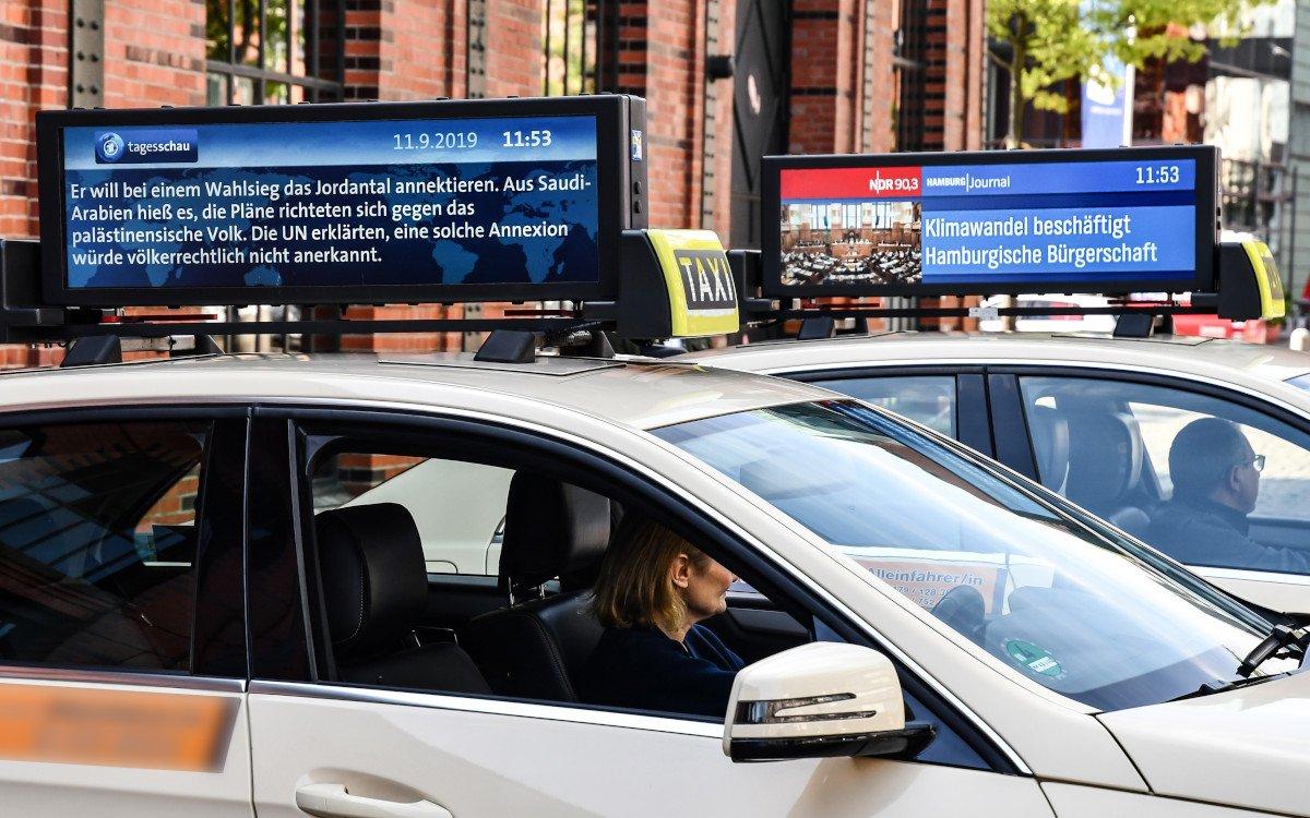 Taxi AD bringt Tagesschau aufs Dach (Foto: Taxi Ad)
