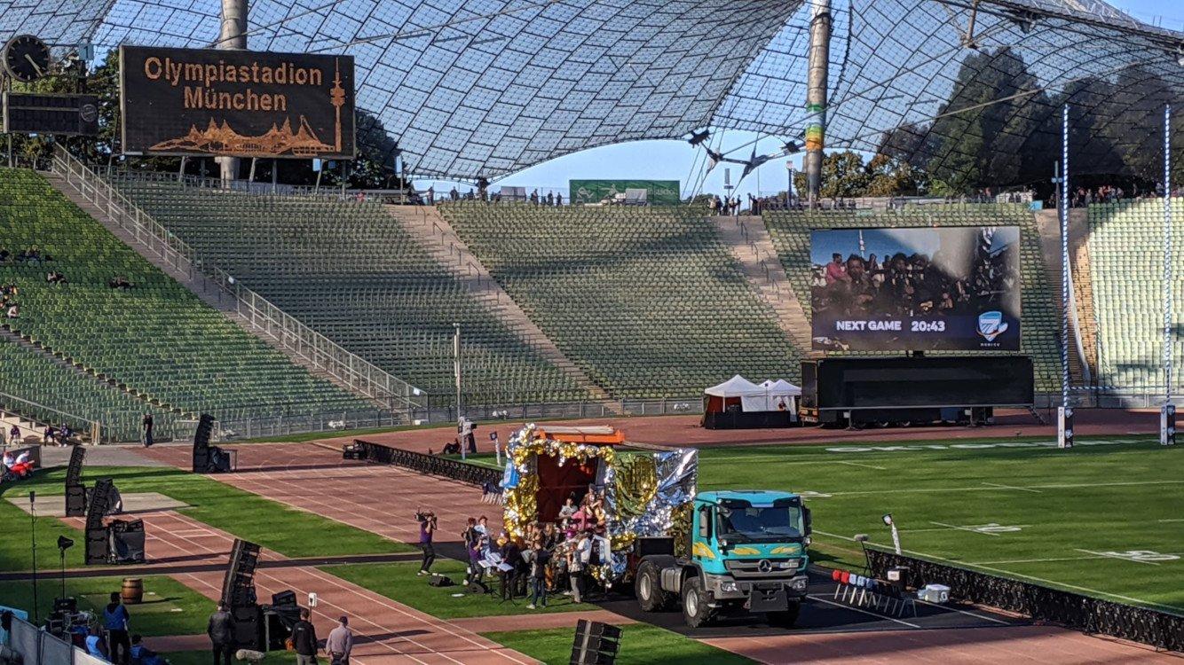 Alt trifft Neu im Münchner Olympiastadion (Foto: invidis)