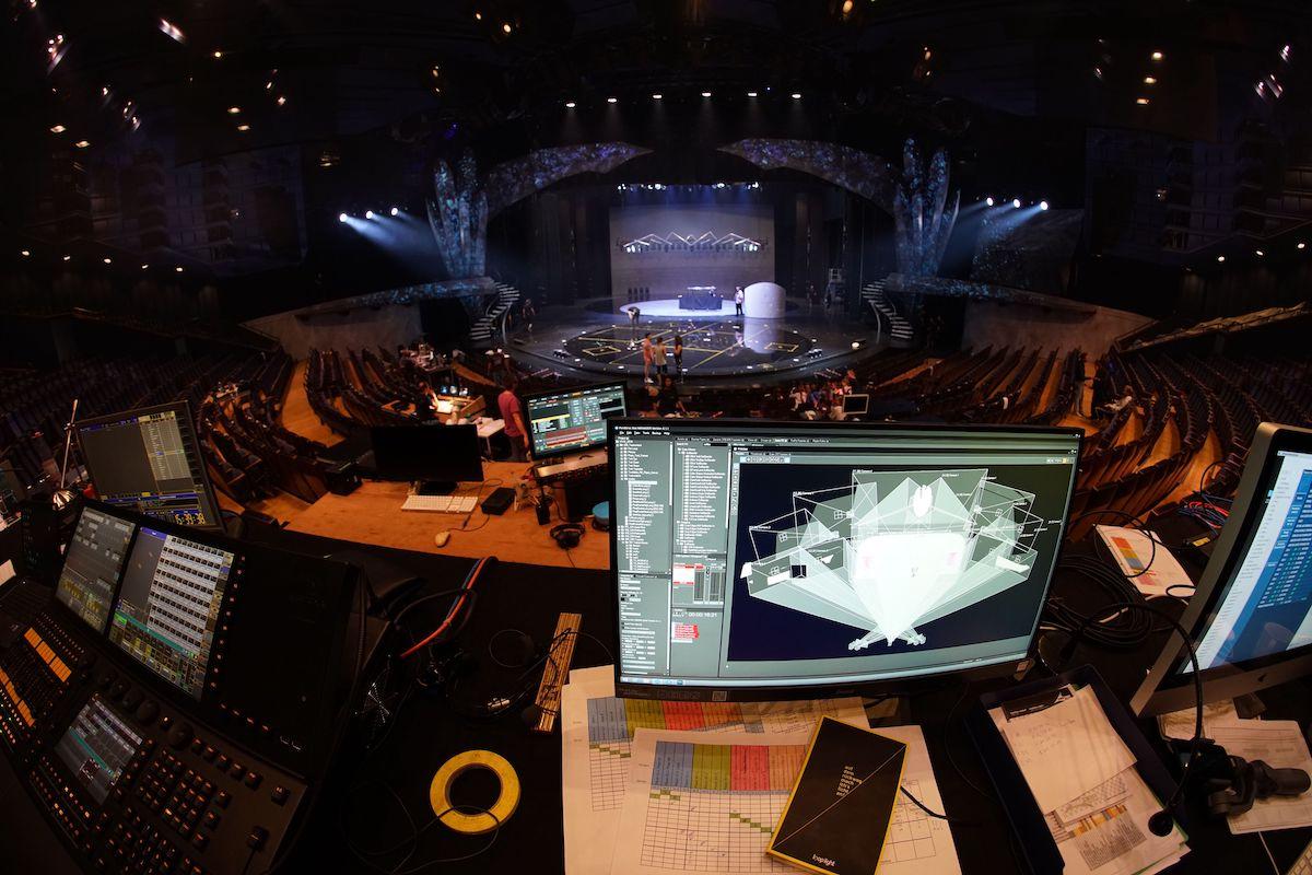 """Die """"VIVID Grand Show"""" nutzt immersive AV-Technologien und bedurfte einer exakten Vorbereitung (Foto: loop light)"""
