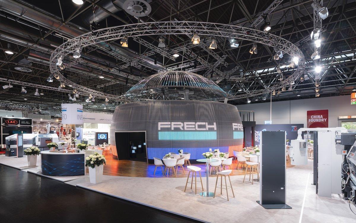 Die Weltkugel vergrößerte die Ausstellungsfläche und war zugleich ein Hingucker (Foto: Oskar Frech GmbH + Co. KG)
