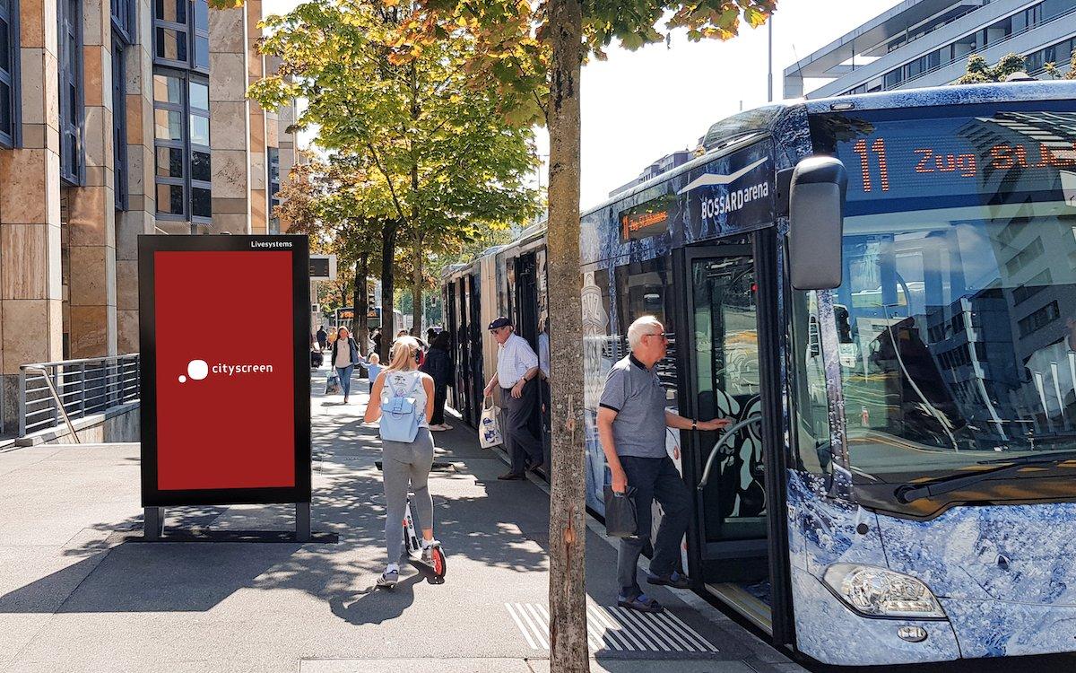 Ein cityscreen in der Stadt Zug (Foto: Livesystems AG)