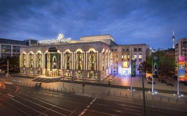Im Jahr seines 100-jährigen Bestehens zeigt der Friedrichstadt-Palast eine Mensch-Maschine-Revue ( Foto: Bernd Brundert)