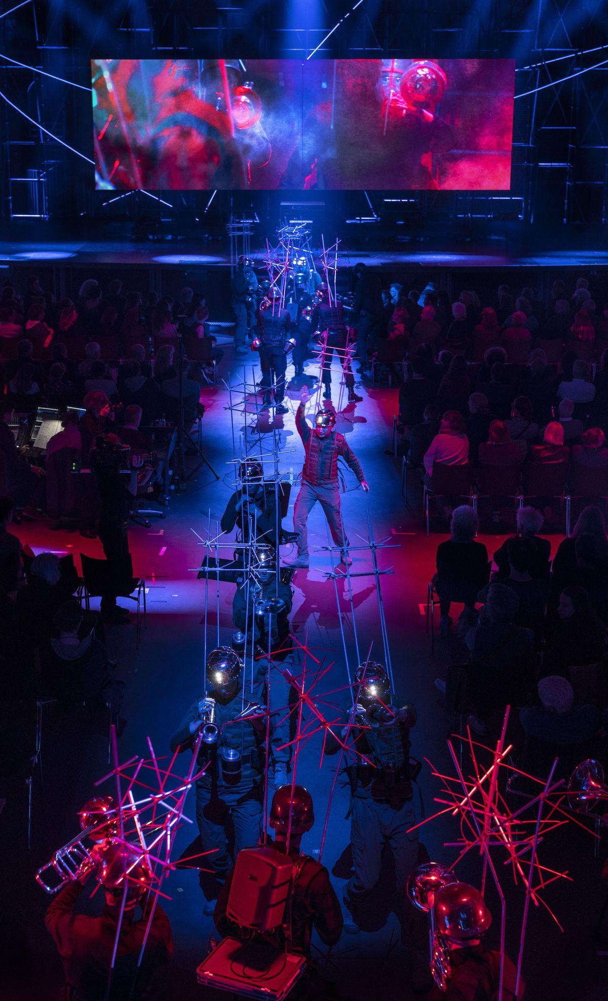 """""""Invasion-Explosion mit Abschied"""" (Foto: Ruth & Martin Walz / Dutch National Opera)"""